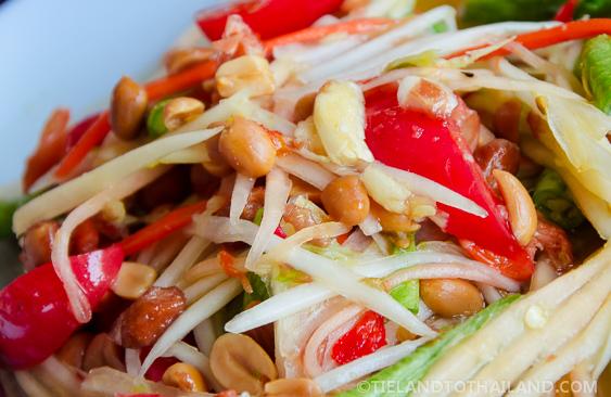 Som Tum Thai: Green Papaya Salad - Tieland to Thailand